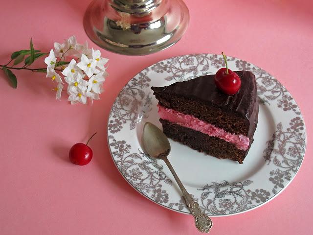 Tarta de chocolate y cerezas, receta fácil.